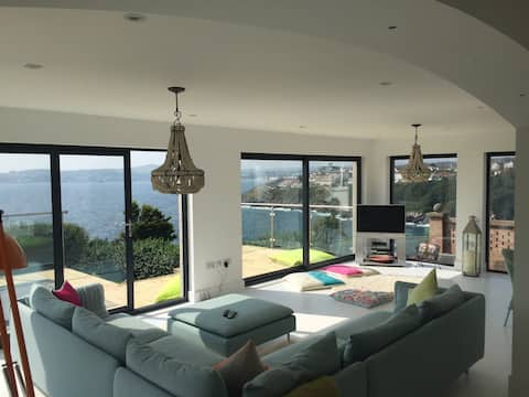 Stunning 2 bed Apartment Sea Views tourist brd reg