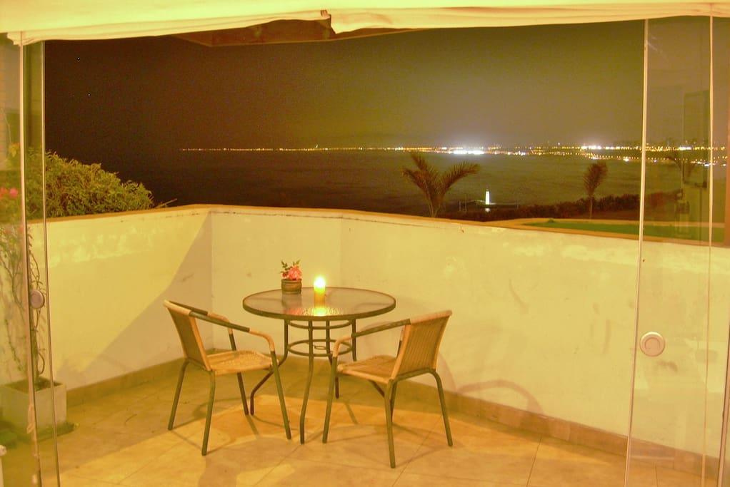 terraza vista mar noche