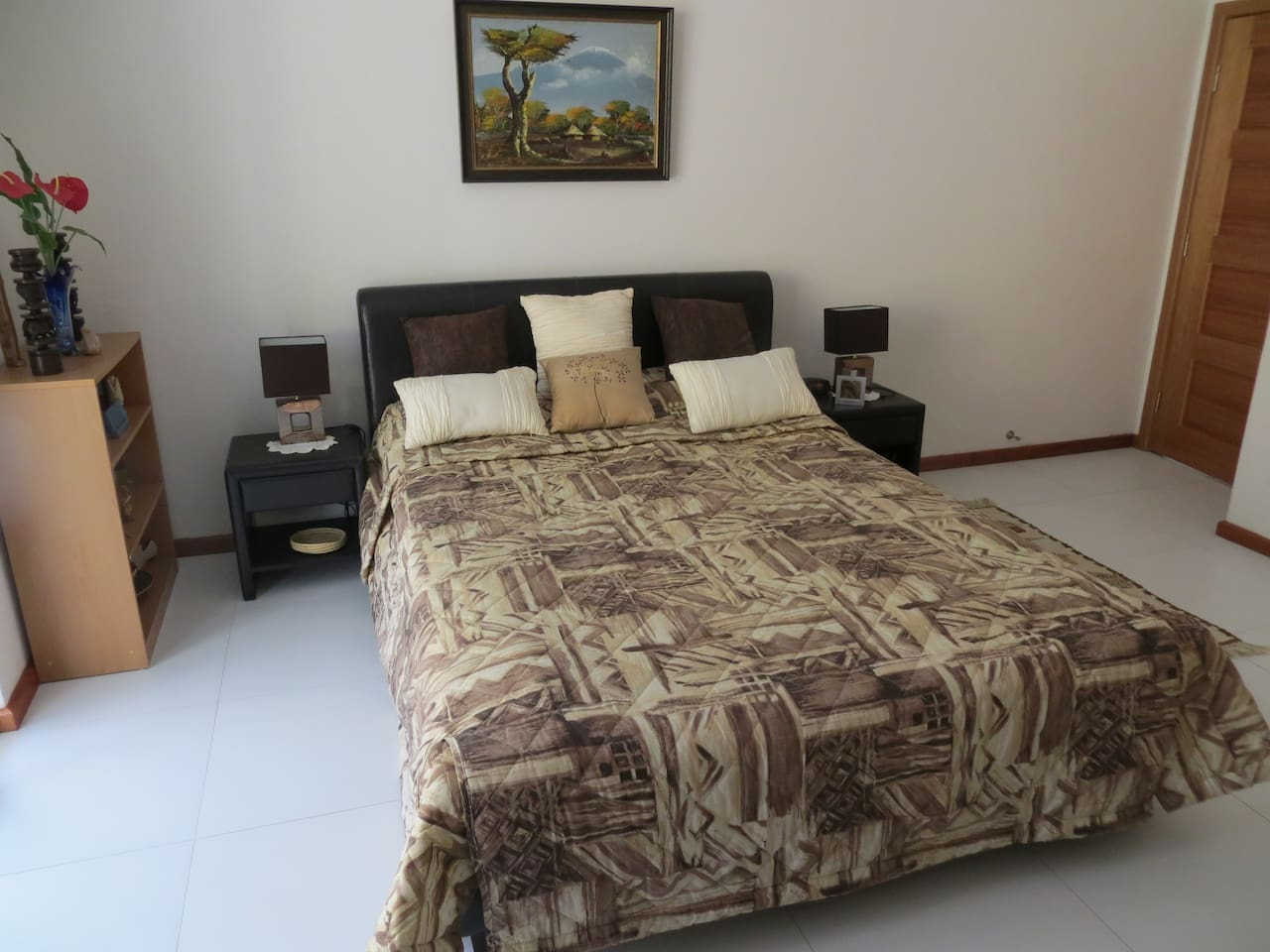 Good sized room with Queen bed