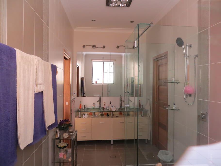 Private en-suite bathroom double basin