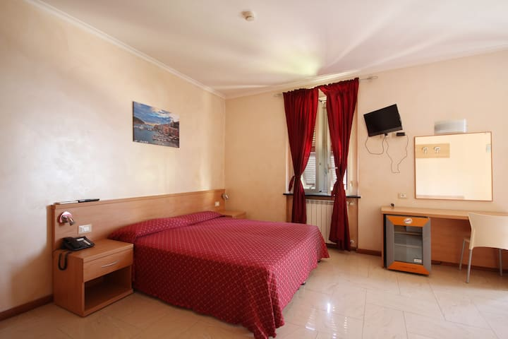 Hotel ⭐️⭐️,camera quadr. vista mare