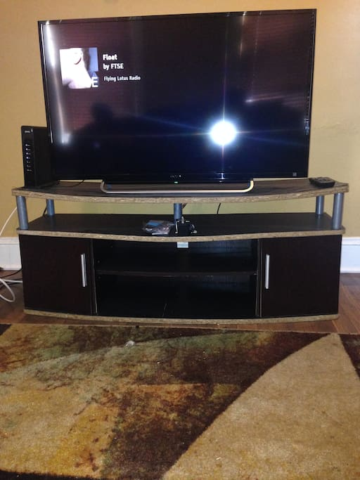 New Flat Screen LED Tv equipped with cable and chromecast