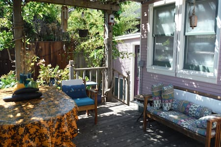 Come to the sunny side of town for a private, attached unit via our edible garden. It has one bedroom with Queen bed, one bathroom, and a living/dining room and deck. Fridge & microwave. Easy walk or bike to the redwoods, beach, river and downtown.