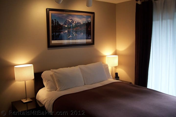 Clean and Cozy Shuksan Suite Condo - Glacier