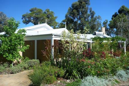 Gumleaf House-splendid bush setting - Casuarina