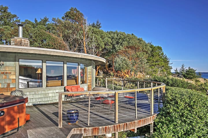 2BR Waterfront Friday Harbor Home w/Bay Views!