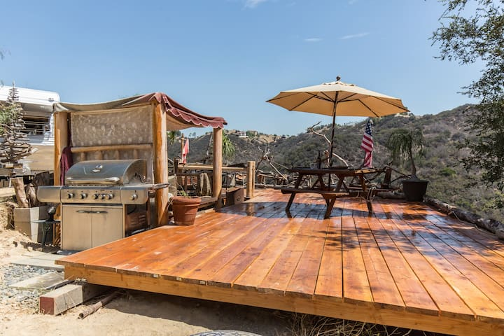 TOP OF THE HILL ACRES - Topanga - Karavan