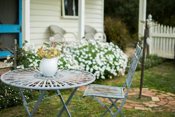 Woodcutters Romantic Cottage for 2 - Freshwater Creek