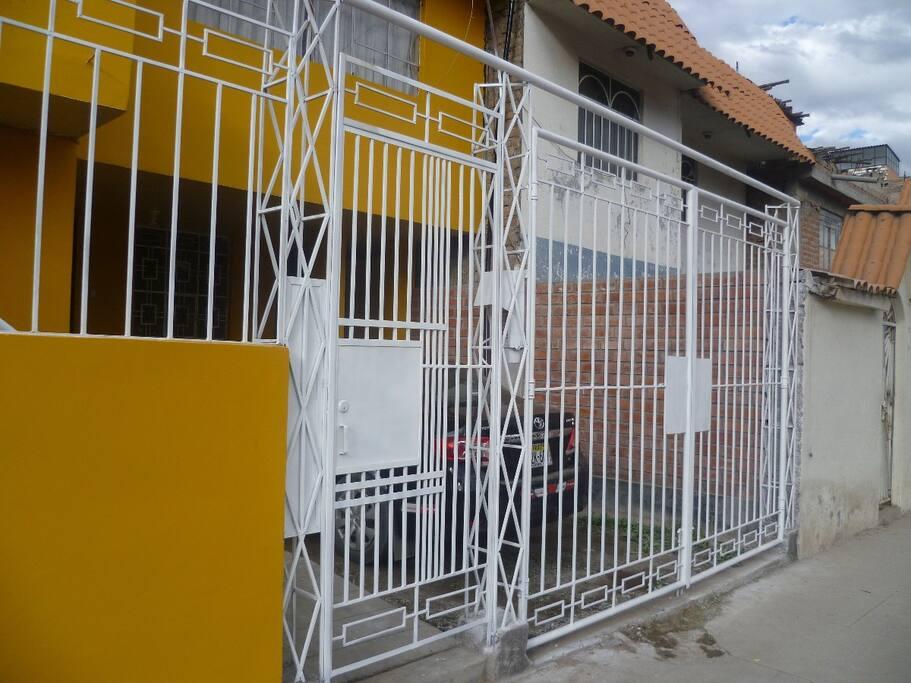 Rejas de seguridad exterior con panel intercomunicador