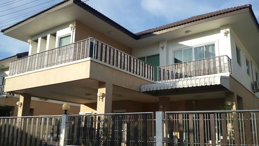 Beautiful new fully furnished house - Phawong