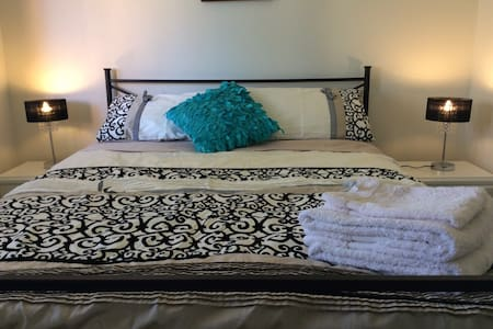 Queen bed. Private home. - Marsfield