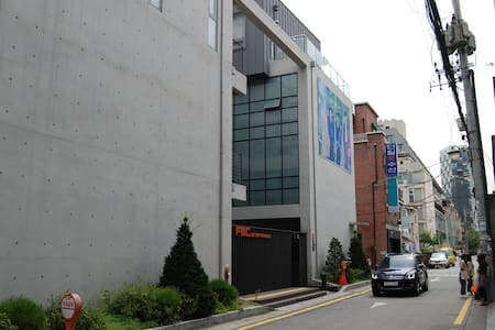 K-pop center 청담_SM/JYP & FNC just next door..mu:a!