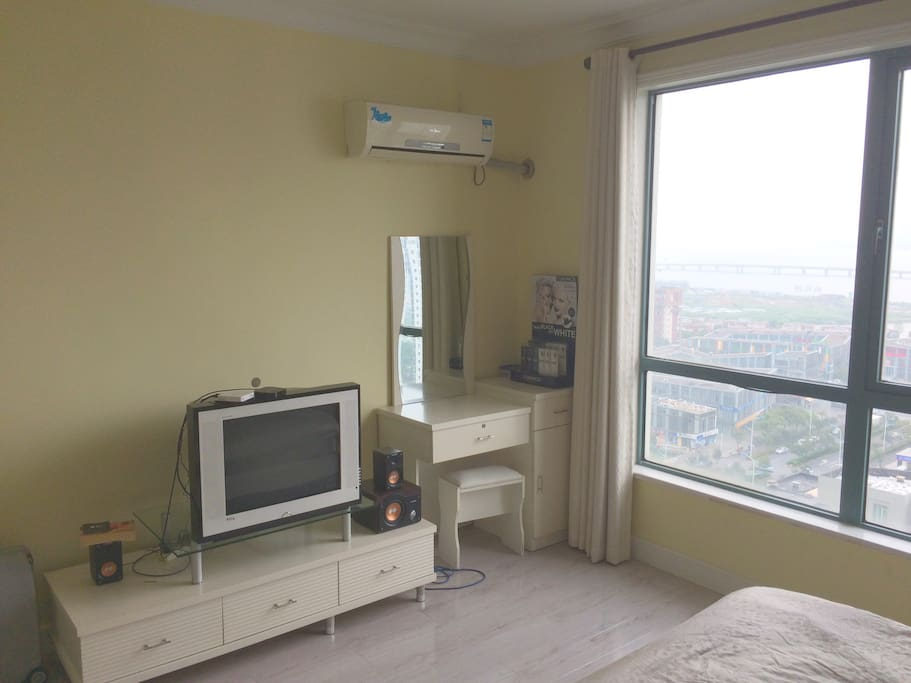 Masterbedroom, TV, Apple TV box, CT TV box aircondition incl. heating function