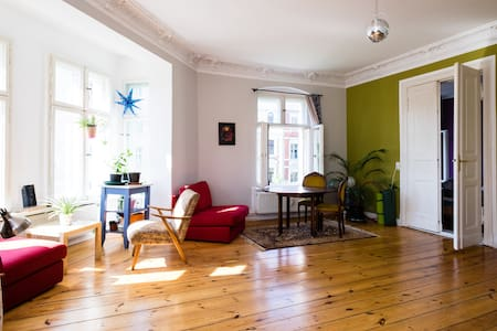Beautiful room near Kollwitzplatz - Berlin - Appartement