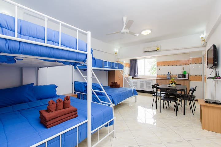 (O8242) 1 bedroom apt for 13 guests - Patong - Apartment