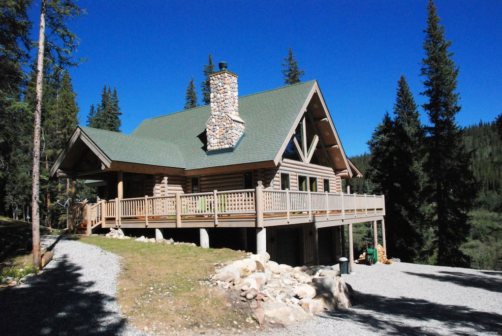 The Claim is a gorgeous custom full log cabin that is secluded and located right on Sacramento Creek. It has gorgeous mountain views.