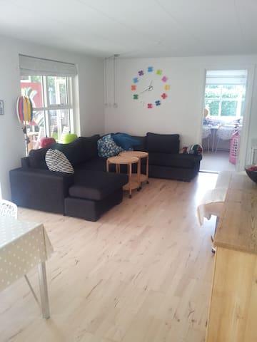 Dejligt rækkehus tæt på Århus. - Hjortshøj - Casa