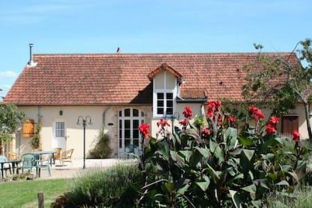 Chambres et table d'hôtes Huspoil - La Comelle - Bed & Breakfast