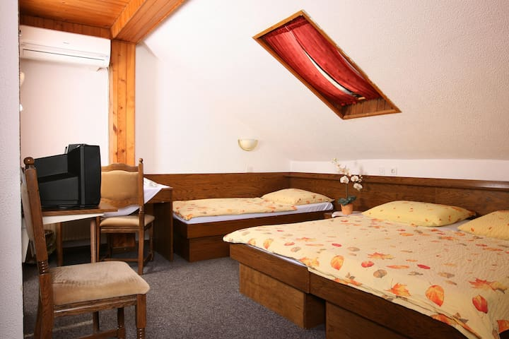 Private triple room*** 1, free parking, free wifi