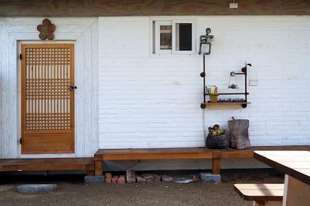 [달]전주한옥마을 깨끗하고 조용한숙박집 서선야에 '달'방입니다. - Wansan-gu, Jeonju-si - Bed & Breakfast