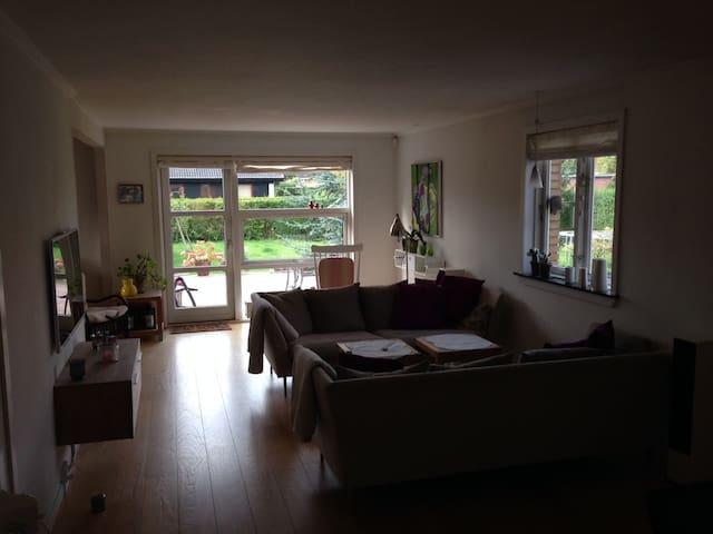 Skøn stor familie-villa - Ølstykke - House