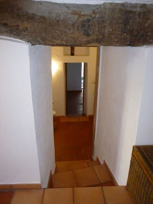 escaliers menant à la salle d'eau wc