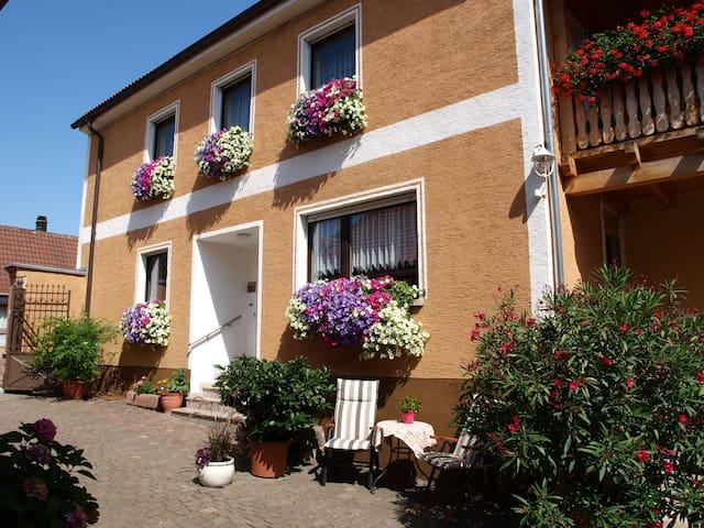 Gästezimmer für 2 mit eigenem Bad - Laumersheim