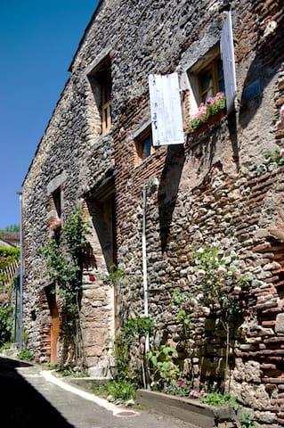 Maison de caractère 14 eme siècle - Laroque-des-Arcs