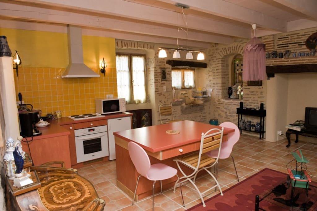 Un coin salon / cuisine agréable et fonctionnel.
