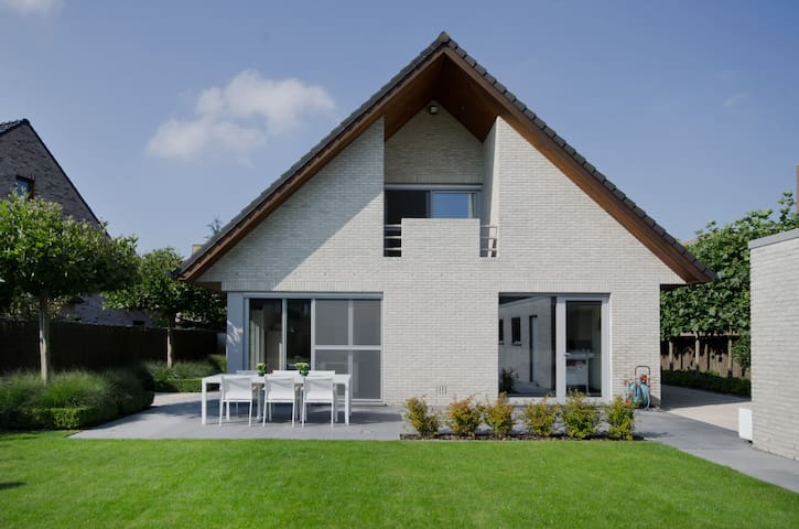 Luxury villa with outside jacuzzi - Roeselare