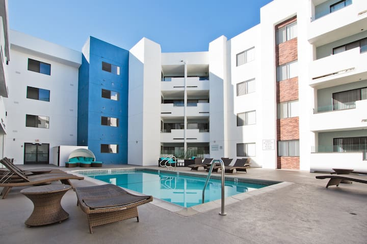 The Topaz Penthouse Miracle Mile Apartments For Rent In Los Angeles California United States