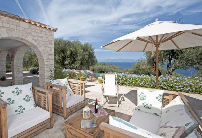 BEAUTIFUL THREE-BED VILLA IN CORFU - Corfu - Villa