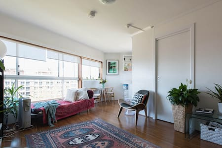 Sunny, comfortable one bedroom unit