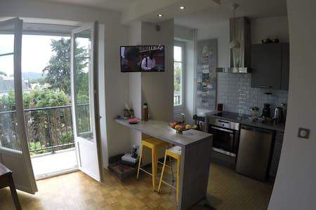 Quartier chic - T2 vue Pyrénées - Apartment