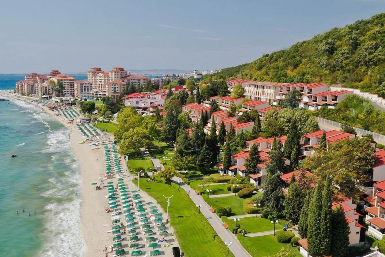 Пляж и прибрежная территория/The beach and coastal area