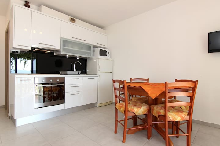 Apartment with a terrace by the sea - Mimice, Omiš - Apartment
