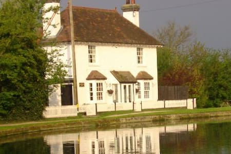 Lock 42  Cottage - Tring
