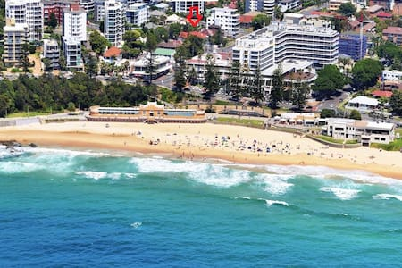 Two-bedroom apartment 30 seconds from the beach. - North Wollongong - 公寓