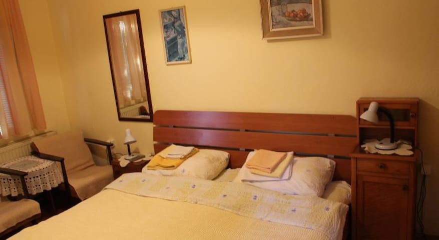 pet friendly vacation rentals, apartments & houses in mateševo, Esszimmer dekoo