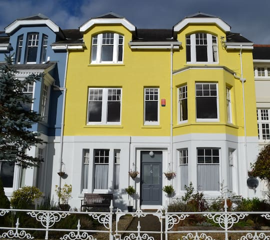 Elegant Town House in Carmarthen