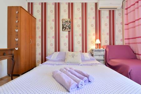 Studio apartment in Stari Grad - Stari Grad