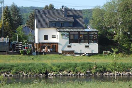Ferienzimmer mit Dusche, Küche und Kanu - Eitorf