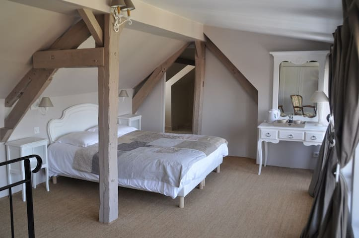 LE LOGIS DE GERBEROY B&B - Gerberoy - Bed & Breakfast