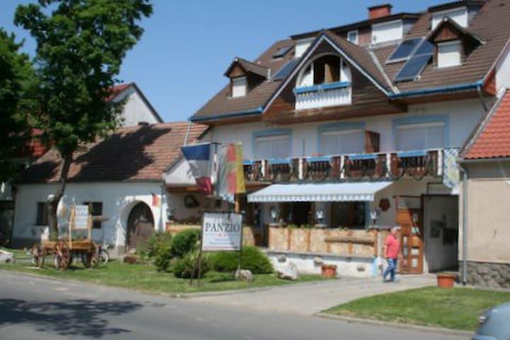 Lenzl's  Panzió  Szigetvár - Szigetvár - Bed & Breakfast