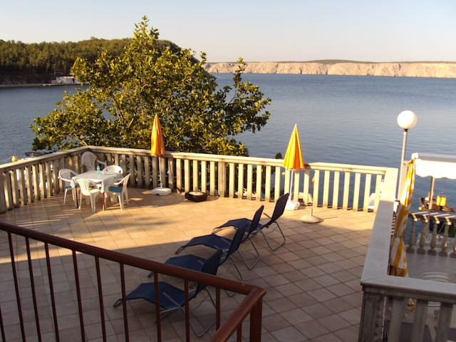 Ferienwohnung Jerčić mit Terrasse direkt am Meer