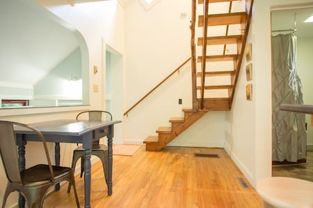 Cozy cottage loft - Putney - Pis