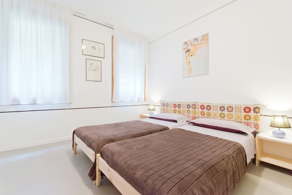 THE MAIN  BEDROOM: ONE DOUBLE OR TWO SINGLE BEDS