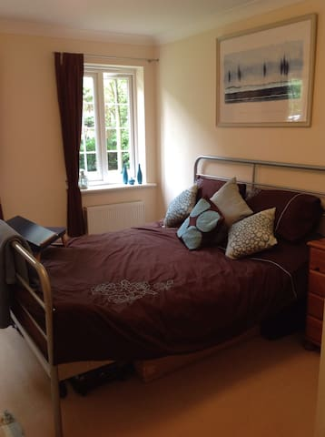Light & spacious room near NEC/BHX - Solihull - Lägenhet