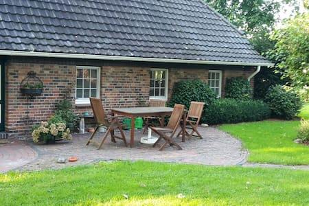 Liebevoll gestaltetes Bauernhaus - Wardenburg - 公寓