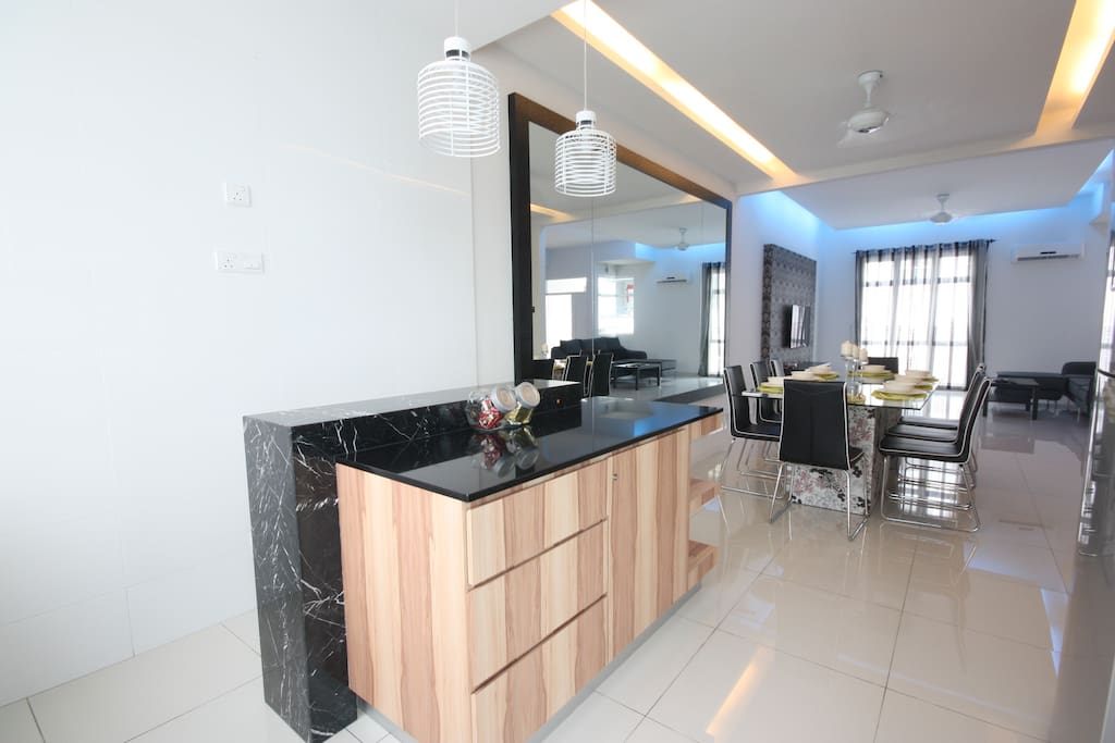 Kitchen, dining area & living hall